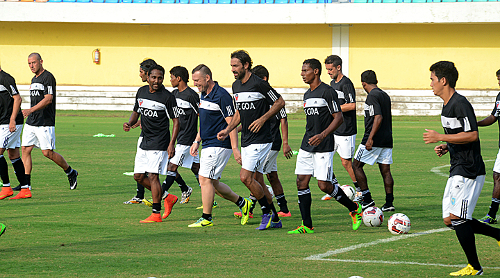 FC-Goa-marquee-player-Robert-Pires-begins-training-with-the-team