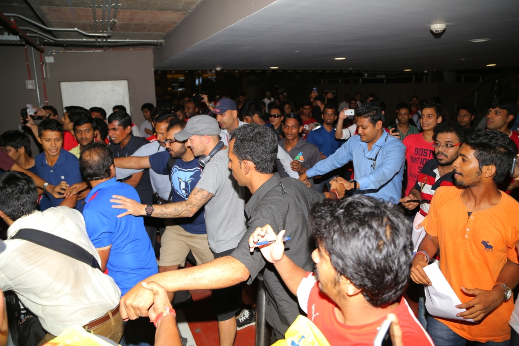 Mumbai City FC's Marquee Player Freddie Ljungberg was surrounded by crazy fans at Mumbai airport..