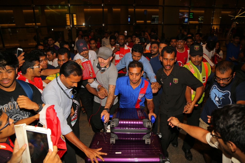 Mumbai City FC's Marquee Player Freddie Ljungberg was surrounded by crazy fans at Mumbai airport