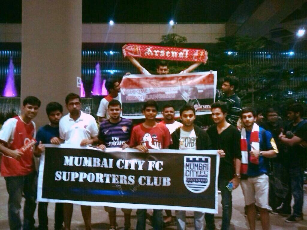 Mumbai City FC's Supporters Club welcomed the Sweden & Arsenal legend Freddie Ljungberg at Mumbai Airport today