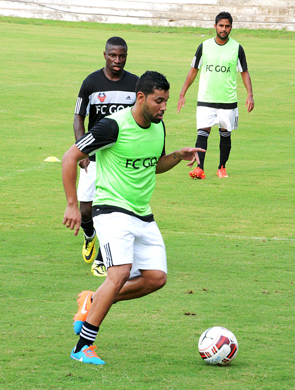 Andre-Santos-training-with-FC-Goa-2