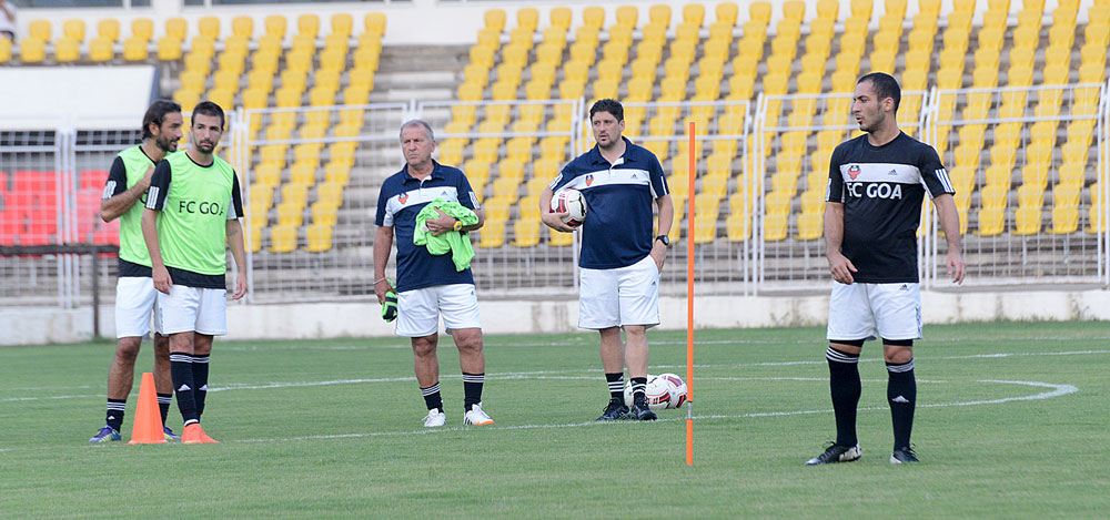 Assistant Coach, Arthur Pappas during a training session for FC Goa