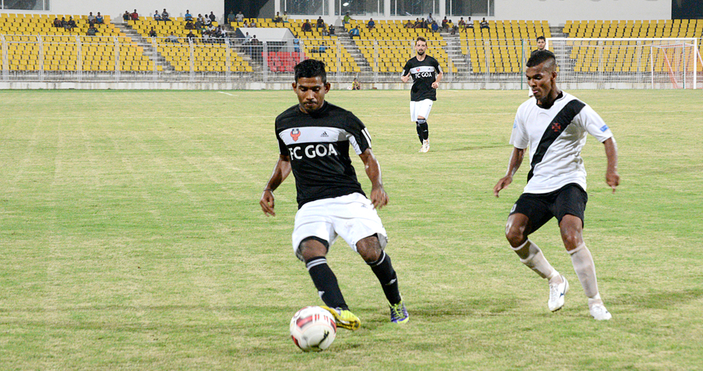 Gabriel-Fernandes-in-action-at-the-Pandit-Jawaharlal-Nehru-Stadium,-Fatorda,-Goa