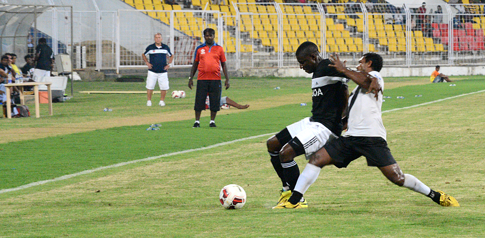 Ranti-Martins-gets-his-first-game-as-he-plays-against-Vasco-SC-at-the-Pandit-Jawaharlal-Nehru-Stadium,-Fatorda,-Goa