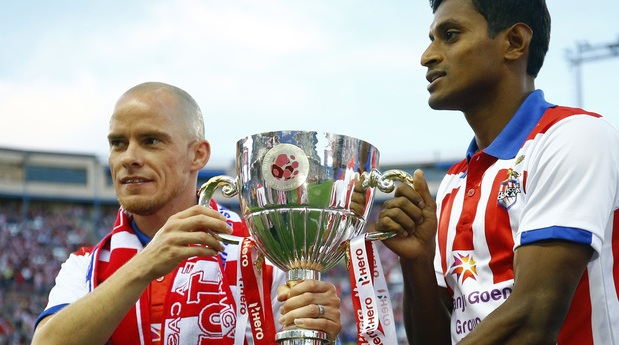 Arnab Mondal and Iain Hume with the ISL Trophy at Vicente Calderon Stadium