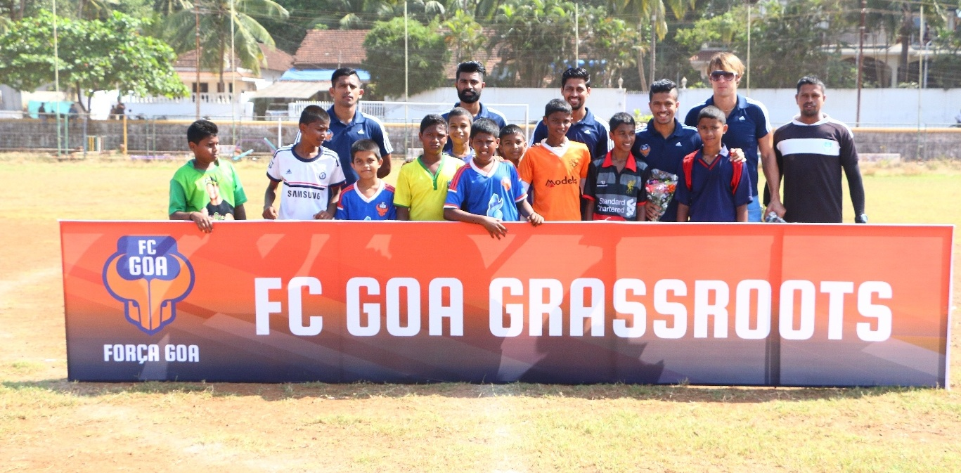 FC Goa players Raju Gaikwad, Laxmikanth Kattimani ,Mandar Rao Dessai, CS Sabeeth and Elinton Andrade along with students taking part in the FC Goa Grassroots Outreach Program.