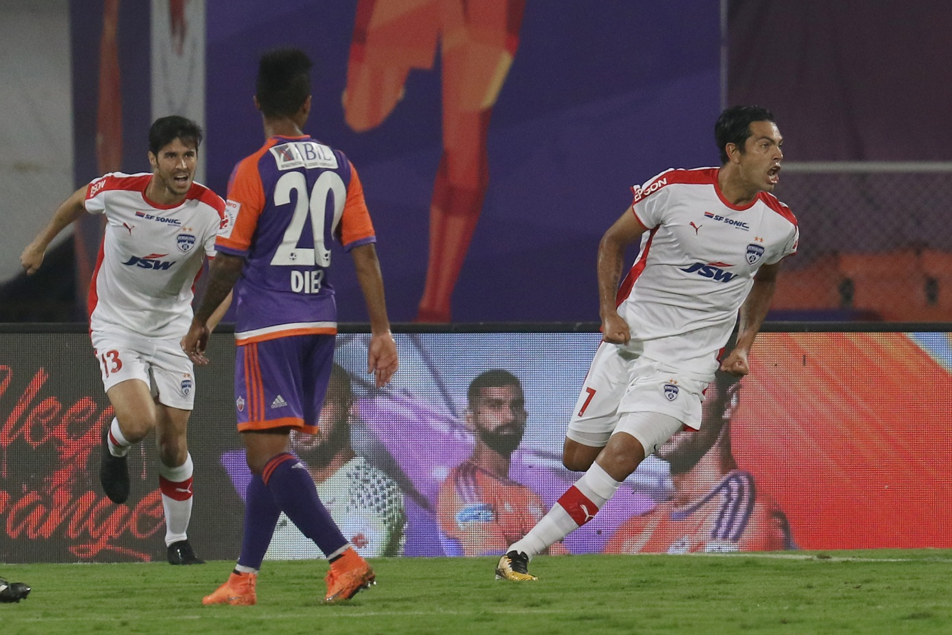 during match 23 of the Hero Indian Super League between FC Pune City and Bengaluru FC held at the Shree Shiv Chhatrapati Sports Complex Stadium, Pune, India on the 14th December 2017 Photo by: Faheem Hussain / ISL / SPORTZPICS