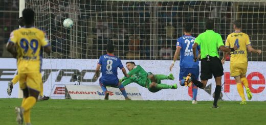 Ferran Corominas Telechea of FC Goa score a goal during match 20 of the Hero Indian Super League between FC Goa and Kerala Blasters FC held at the Jawaharlal Nehru Stadium, Goa, India on the 9th December 2017 Photo by: Vipin Pawar / ISL / SPORTZPICS Coro
