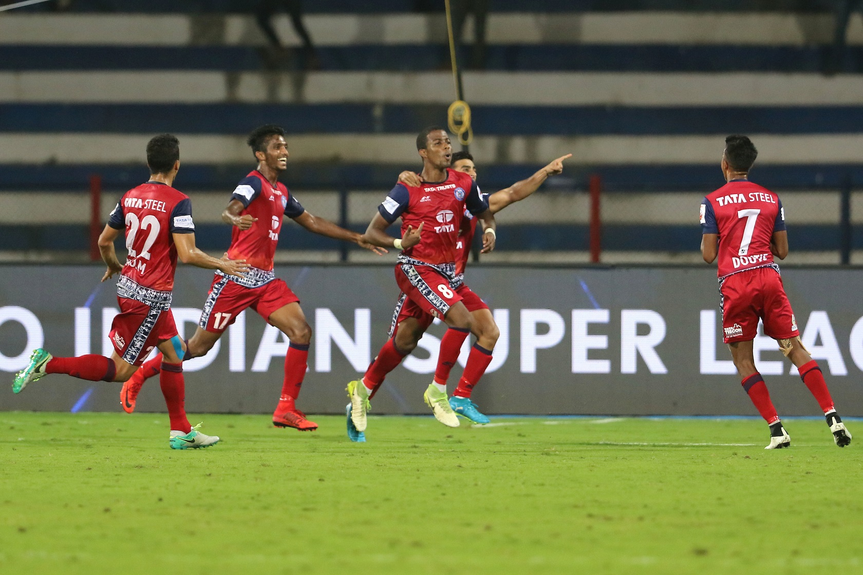 Trindade of Jamshedpur FC celebrates a goal with his teammates during match 29 of the Hero Indian Super League between Bengaluru FC and Jamshedpur FC held at the Sree Kanteerava Stadium, Bangalore, India on the 21st December 2017 Photo by: Vipin Pawar / ISL / SPORTZPICS
