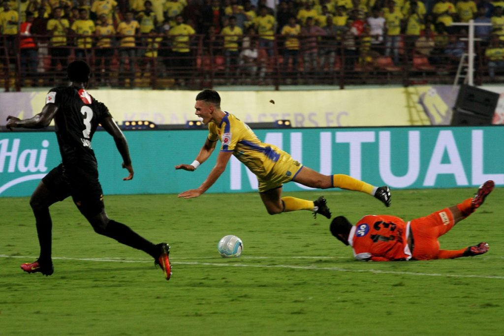 TP Rehenesh of Northeast United FC tackles Mark Sifneos of Kerala Blasters FC during match 24 of the Hero Indian Super League between Kerala Blasters FC and NorthEast United FC  held at the Jawaharlal Nehru Stadium, Kochi, India on the 15th December 2017  Photo by: Vipin Pawar  / ISL / SPORTZPICS Taste
